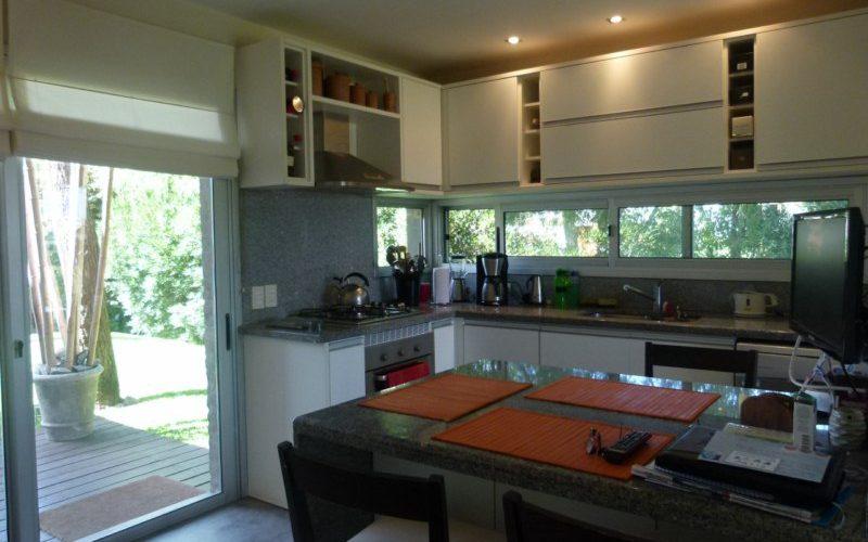 Punta del Este Investments zona de Pinares cocina 2